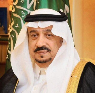 أمير الرياض يؤدي صلاة الميت على الأميرة نوف بنت خالد – رحمها الله –