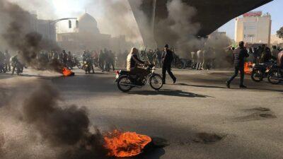 السلطات الإيرانية تعترف بمقتل متظاهر في خوزستان وتتنصل من المسؤولية