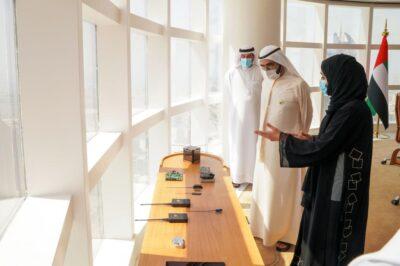 """شباب الإمارات يطلقون بنجاح القمر الاصطناعي """"غالب"""""""