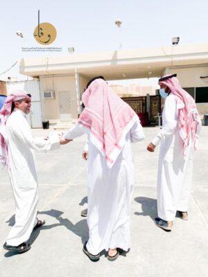 جمعية واحة الوفاء لمساندة كبار السن تزور دار الرعاية الاجتماعية وتسلم بطاقات وفاء لجميع النزلاء