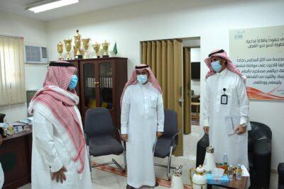 مدير عام تعليم الرياض يتفقد مراكز الدعم التعليمي الصيفية