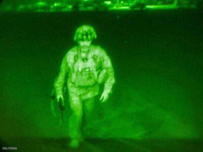 آخر عسكري أميركي يغادر أفغانستان.. ورسالة من طالبان