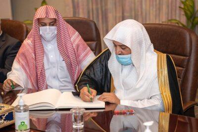 وكيل وزارة الشؤون الإسلامية يعقد جلسة مباحثات مع وزير الشؤون الإسلامية المالديفي بحضور السفير السعودي بالعاصمة ماليه