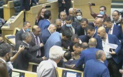 نائب يستولي على المقعد المخصص لرئيس الوزراء في البرلمان الأردني