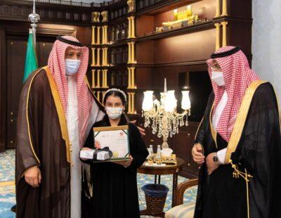 أمير منطقة الباحة يستقبل مدير تعليم المنطقة ويكرم فائزتين بجوائز على مستوى المملكة