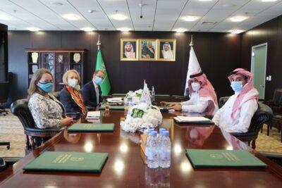 """""""آل جابر"""" يبحث مع القائمين بأعمال السفارة الأمريكية في المملكة واليمن لتنفيذ اتفاق الرياض"""