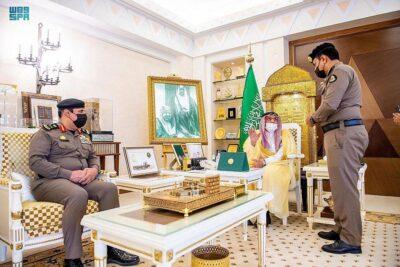 أمير منطقة القصيم يكرم عدداً من منسوبي شرطة بريدة الشمالي