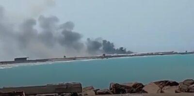 ميليشيات الحوثي تستهدف ميناء المخا بـ 3 مسيرات و4 صواريخ