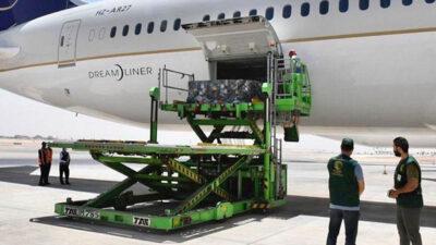 مغادرة طائرة مساعدات إلى تونس تحمل الدفعة الأولى من الأكسجين الطبي