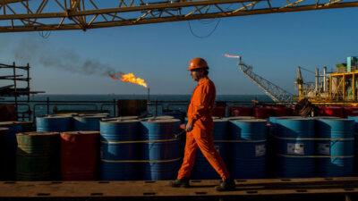 """تراجع أسعار النفط وسط ترقب اجتماع """"أوبك بلس"""""""