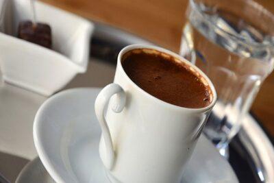 النمر: الإفراط في تناول القهوة يتسبب في 7 أعراض