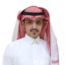 أمير حائل يسلّم عدداً من المواطنين وثائقهم لتملّك العقارات ويستقبل محافظ هيئة عقارات الدولة