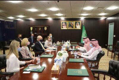 """""""آل جابر"""" يلتقي المبعوث الأمريكي والقائم بأعمال السفارة الأمريكية لدى المملكة والقائم بأعمال السفارة الأمريكية لدى اليمن"""