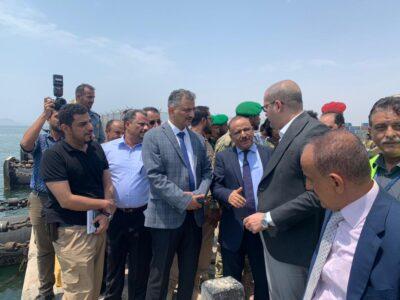 وزير النقل اليمني والمحافظ لملس في زيارة إلى محطة حاويات ميناء عدن