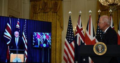 """بالفيديو.. بايدن ينسى اسم رئيس وزراء أستراليا خلال مؤتمر افتراضي ويصفه بـ""""الصديق"""""""