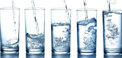 دراسة: تناول كمية كافية من السوائل يومياً قد يمنع حدوث مشكلة صحية خطيرة