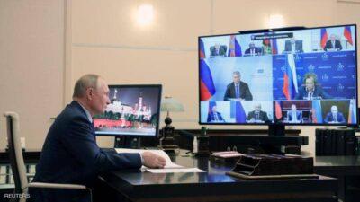 سعال بوتن لا يتوقف.. ويثير التساؤلات في روسيا