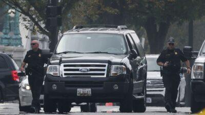 واشنطن.. شرطة الكونغرس تعتقل رجلا أوقف مركبة مريبة أمام المحكمة العليا