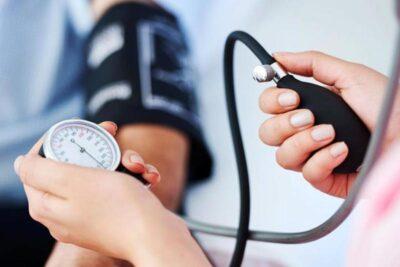استشاري أمراض قلب: من الخطأ قياس ضغط المريض في هذه الحالة