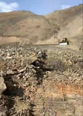 وزارة النقل تنفذ مشروع تمهيد عقبة نخلين
