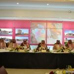 شباب سعوديين جامعيين يعملون بطلاء الدهانات
