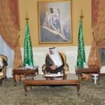 """""""نيويورك تايمز"""":المنح السعودية والقطرية للقاهرة تعكس التنافس لبسط النفوذ"""